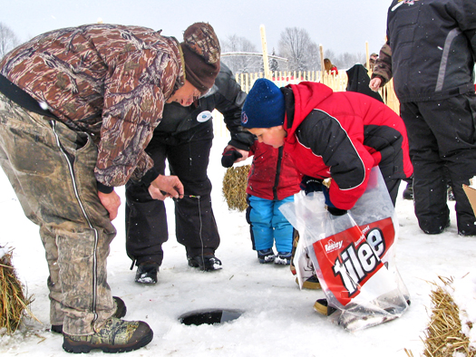 Curtis, MI Ice Fishing | Ice Fishing in Curtis Michigan